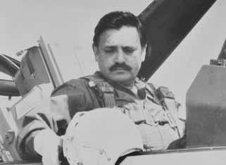 Air Chf Mshl Anwar Shamim in the cockpit of F-16 aircraft at Sargodha - FearlessWarriors.PK