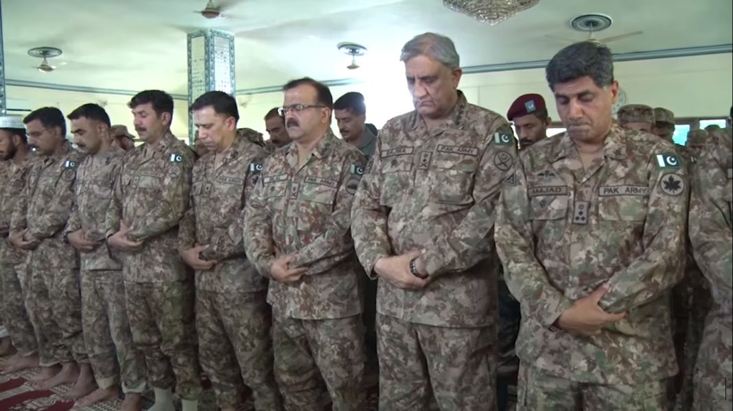 Aug 12 2019 COAS General Bajwa spent Eid with troops at LOC in Bagh sector - FearlessWarriors.PK