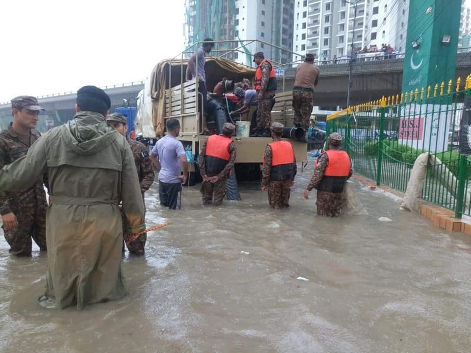 Pakistan Army flood rescue and relief operation in Karachi - FearlessWarriors (1)