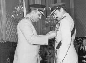President of Pakistan, Gen Zia-ul-Haq, conferring NI (M) on Air Chf Mshl Anwar Shamim - FearlessWarriors.PK