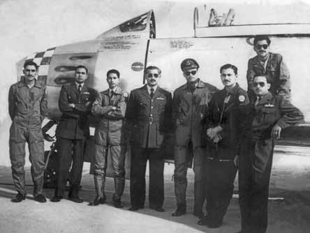 Sqn Ldr Muniruddin (centre) with legendary Gp Capt F S Hussain (3rd from right) at Sargodha - FearlessWarriors.PK
