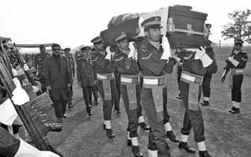 The great commander being carried to his final resting place - FearlessWarriors.PK