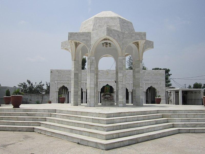 Tomb-of-Capt-Raja-Muhammad-Sarwar-Shaheed-Nishan-i-Haider-FearlessWarriors.PK_