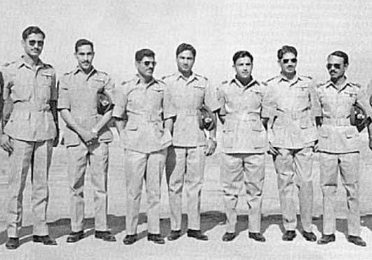 Wg Cdr Anwar Shamim (5th from left) along with awardees of SJ during 1965 War - FearlessWarriors.PK
