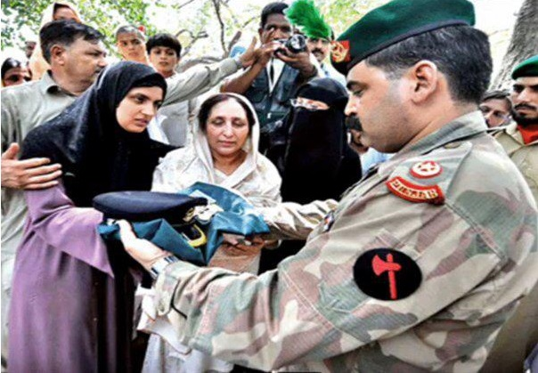 Wife and Mother of Major Abid Majeed Malik Shaheed 2- FearlessWarriors.PK