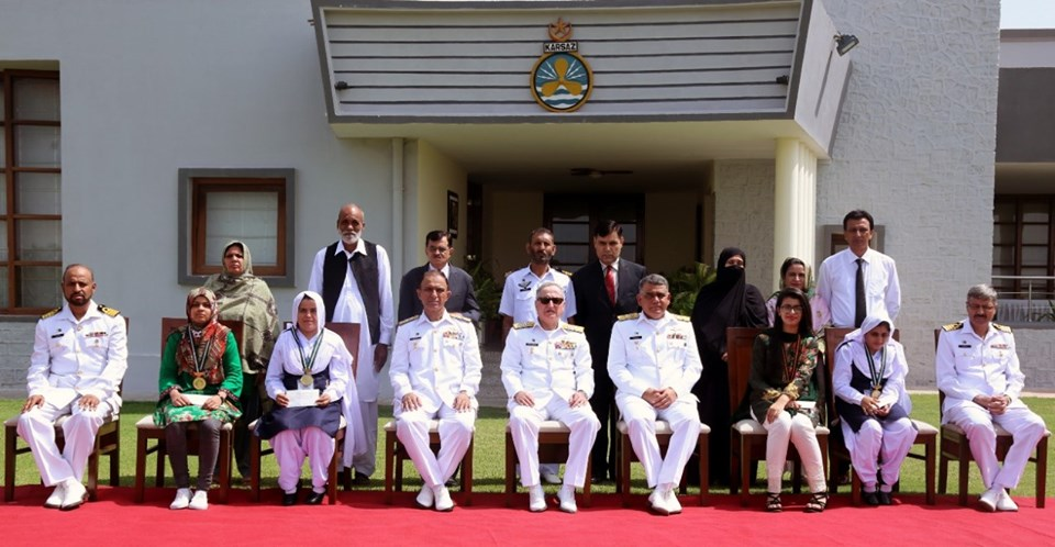 Pak Naval Chief appreciated students & awarded prizes
